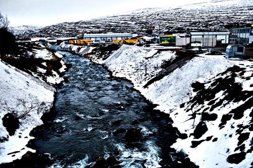 Akureyri: Cantieri navali, industrie ittiche.