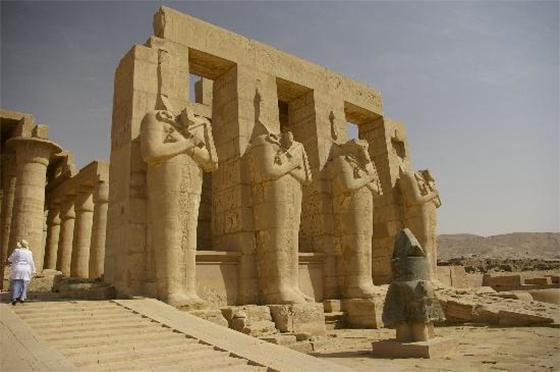 Statue di Ramsete.